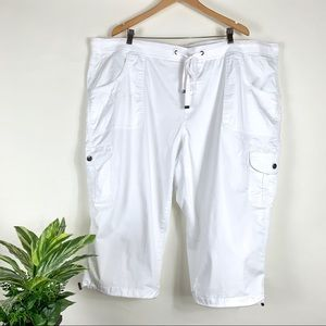 Terra & Sky White Capri Pants